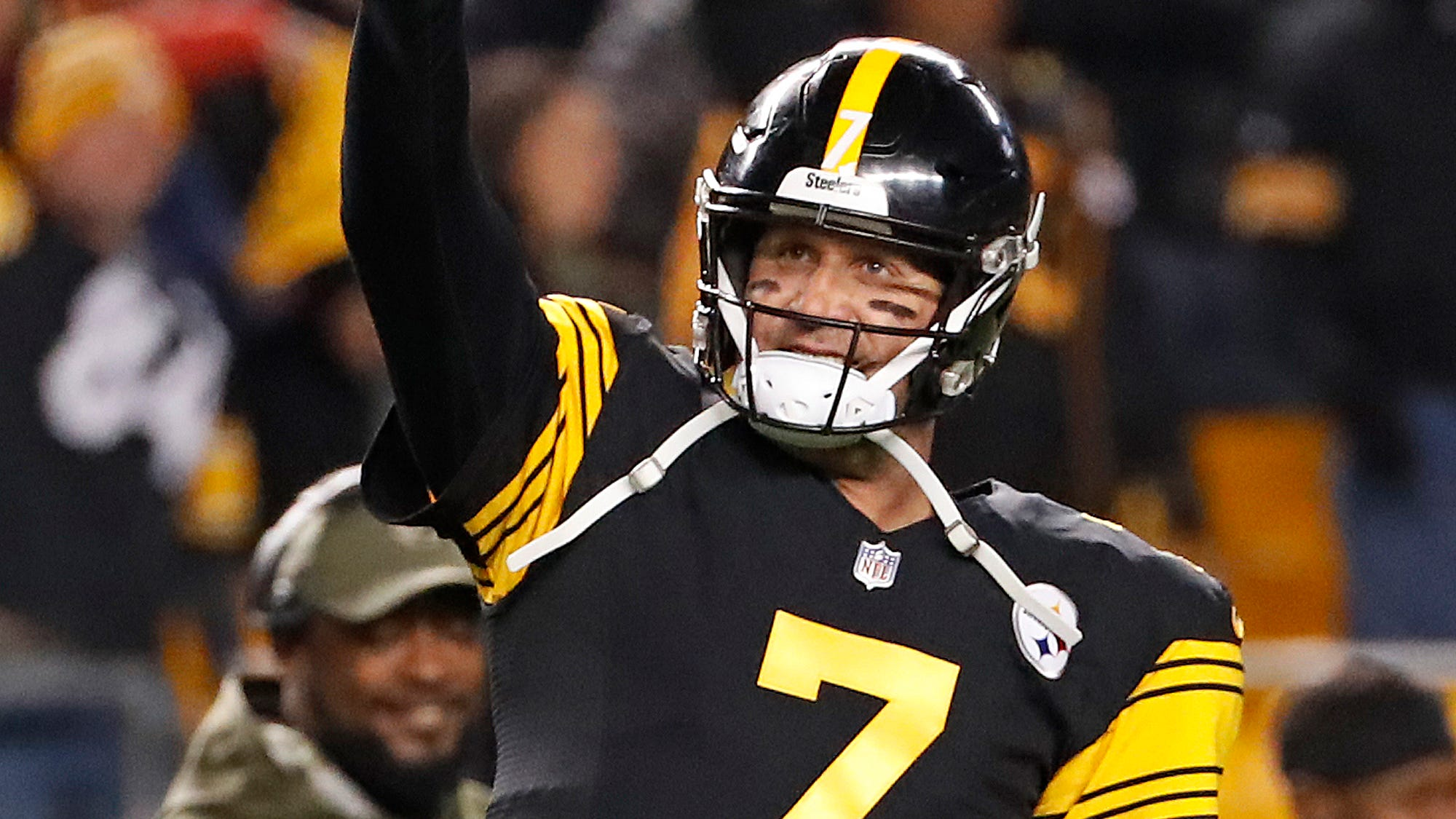 Steelers rout Panthers, Ben Roethlisberger has 5 TDs ahead of Le'Veon Bell's likely return thumbnail
