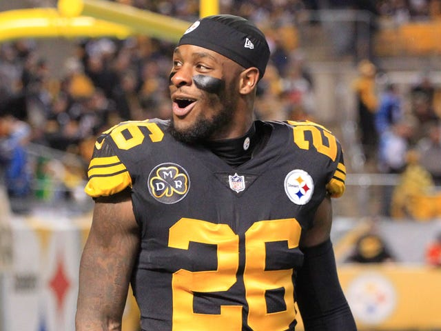 32717ecd967 Pittsburgh Steelers running back Le Veon Bell (26) reacts to the crowd  before