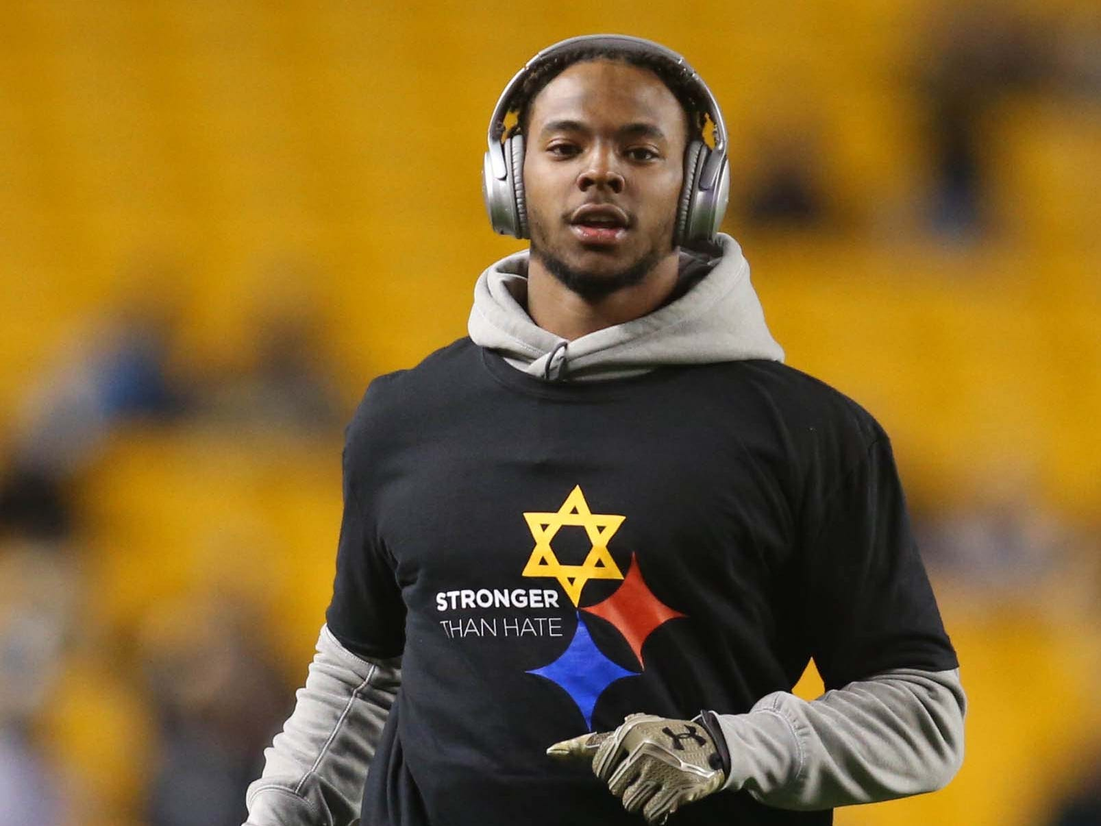 Pittsburgh Steelers free safety Sean Davis warms up before playing the Carolina Panthers at Heinz Field.