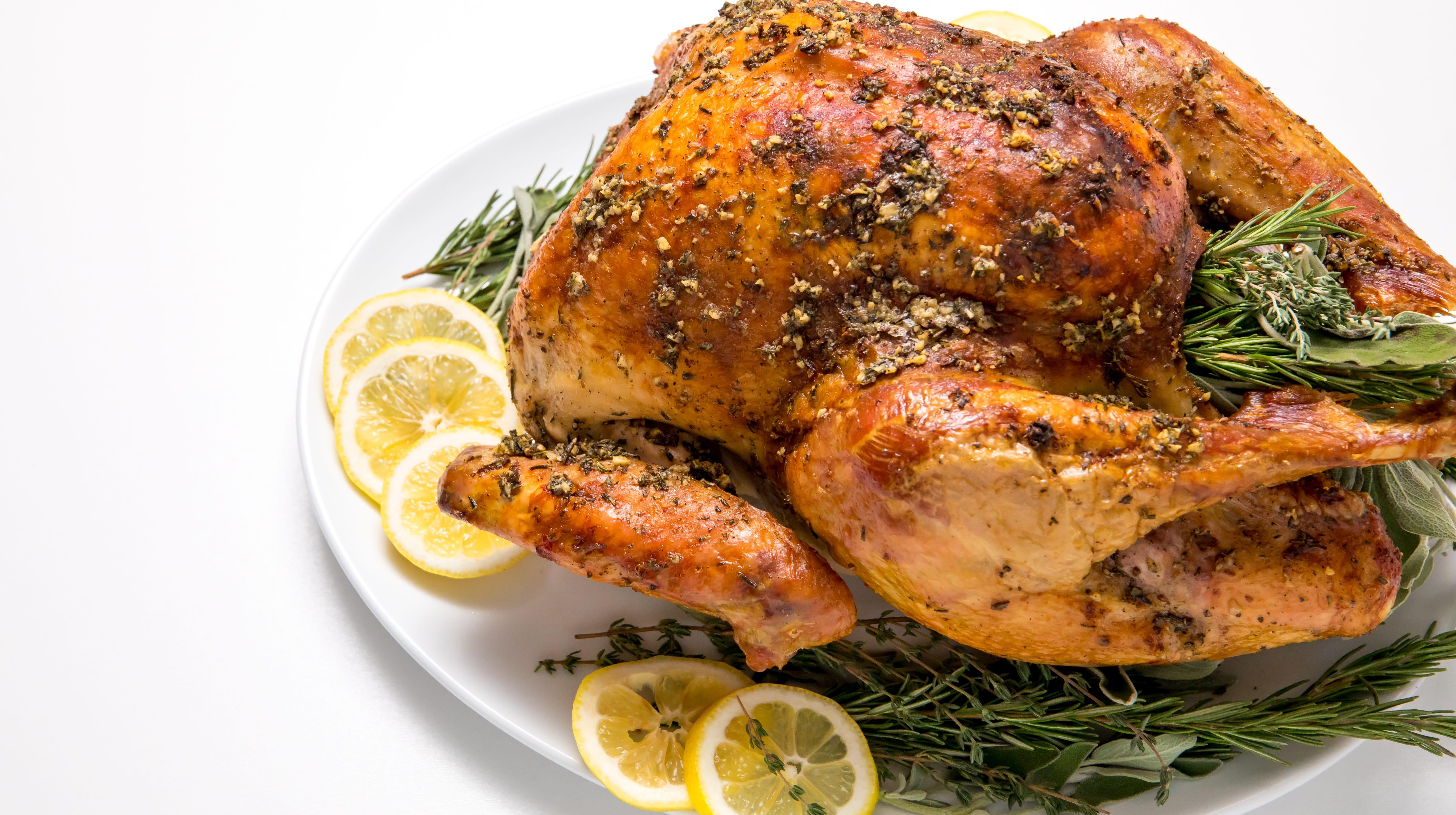 Need an easy, no-fuss Thanksgiving turkey recipe that will impress even the hardest-to-please guests? Whether you're new to cooking a turkey or simply want a fast, fail-proof way to prepare the proverbial bird, this fuss-free Thanksgiving turkey, inspired by Tastes Better From Scratch, is the perfect recipe for you!