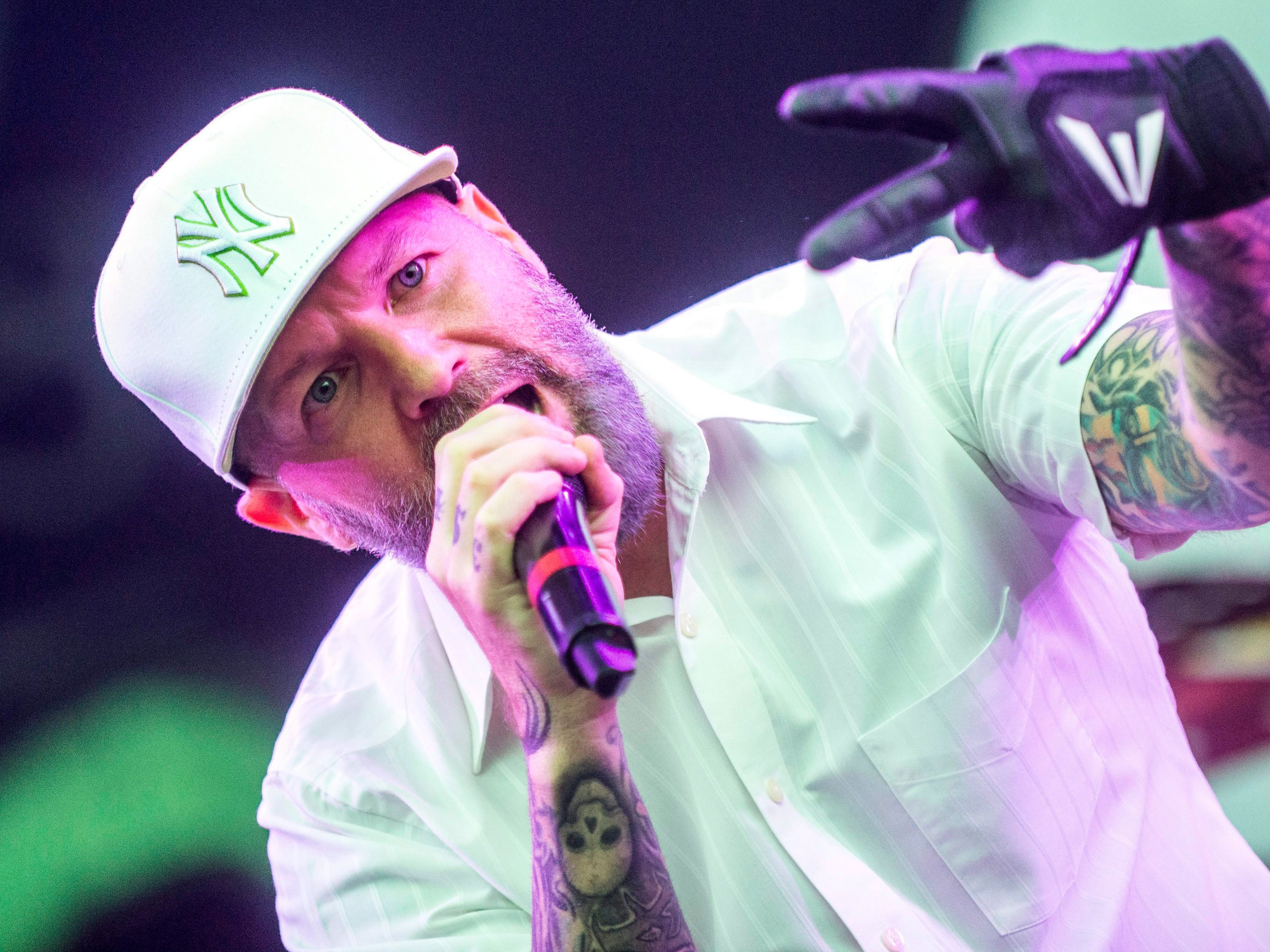 epa04886489 Singer Fred Durst of US metal band Limp Bizkit performs during their concert at the 23rd Sziget (Island) Festival on Shipyard Island, Northern Budapest, Hungary, 16 August, 2015.  EPA/Janos Marjai  HUNGARY OUT ORG XMIT: MTI1133