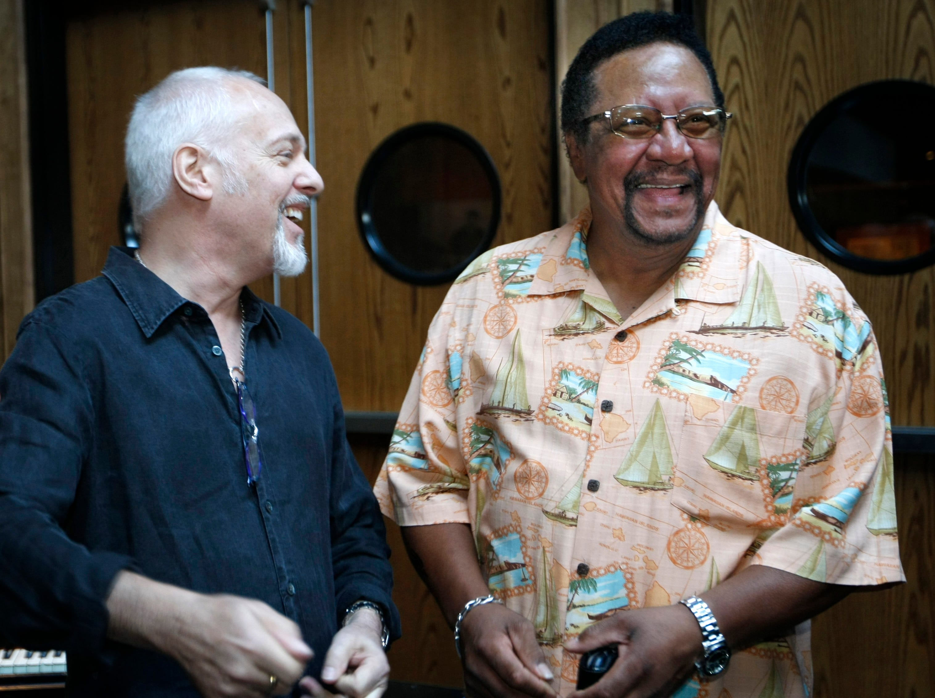 ** ADDS LOCATION ** Recording artists Peter Frampton, left, and Billy Cox are shown at the Musicians Hall of Fame in Nashville, Tuesday, July 1, 2008, at the event where the list of the new inductee class was named.  (AP Photo/The Tennessean, George Walker IV)  ORG XMIT: TNNAT201