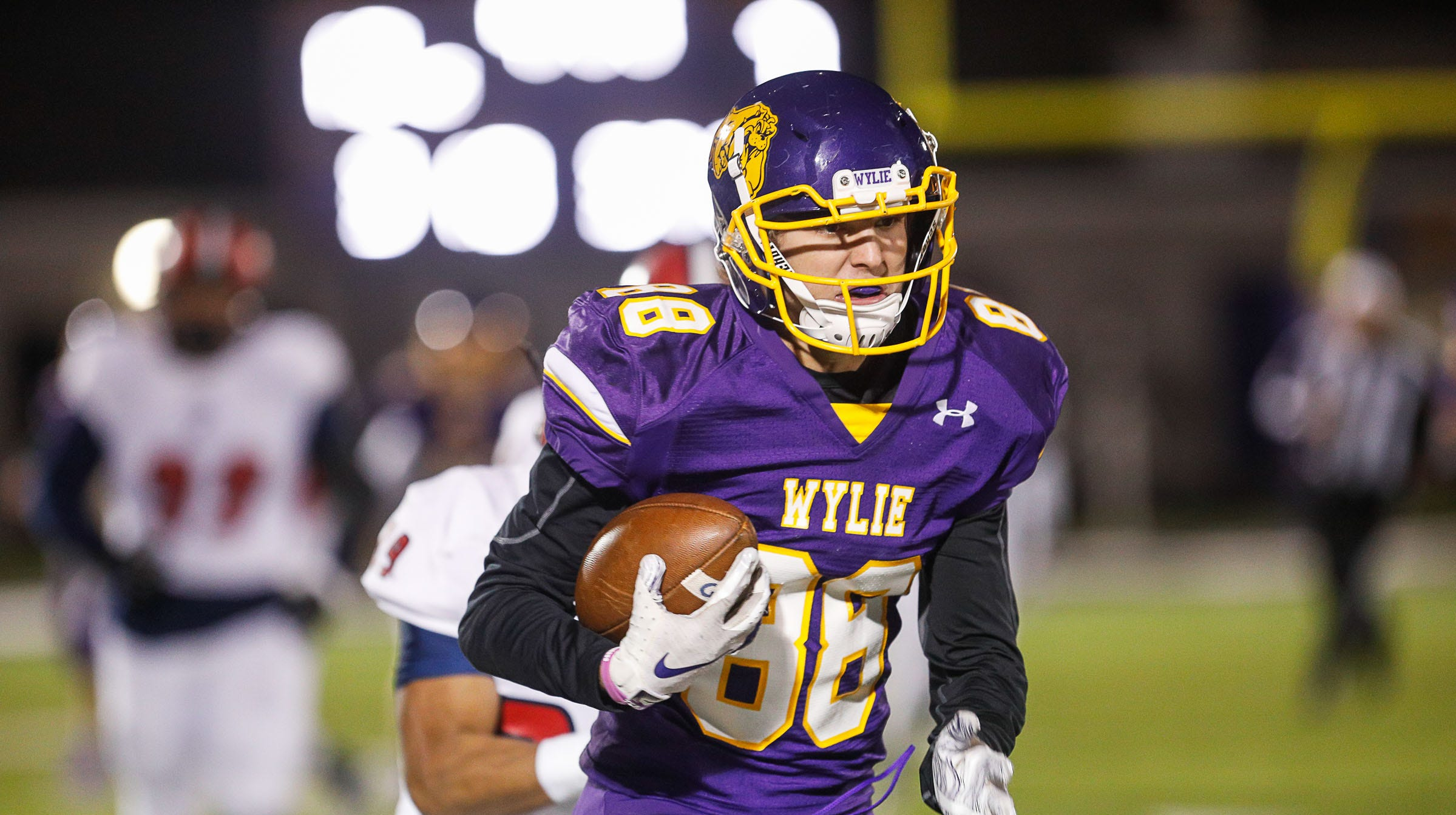 Wylie's Brodey Baker runs the ball Friday during a 22-19 loss to Plainview to end the season.