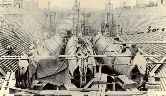 Construction of H-class submarines at Puget Sound Navy Yard.