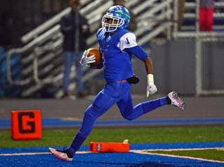 Winton Woods WR Demeer Blankumsee runs in for a TD after a catch.