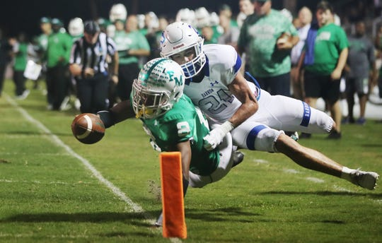 Fort Myers High School's Willie Neal reaches to score against Barron Collier on Friday at Sam Sirianni Field in Fort Myers. Fort Myers beat Barron 42-14.