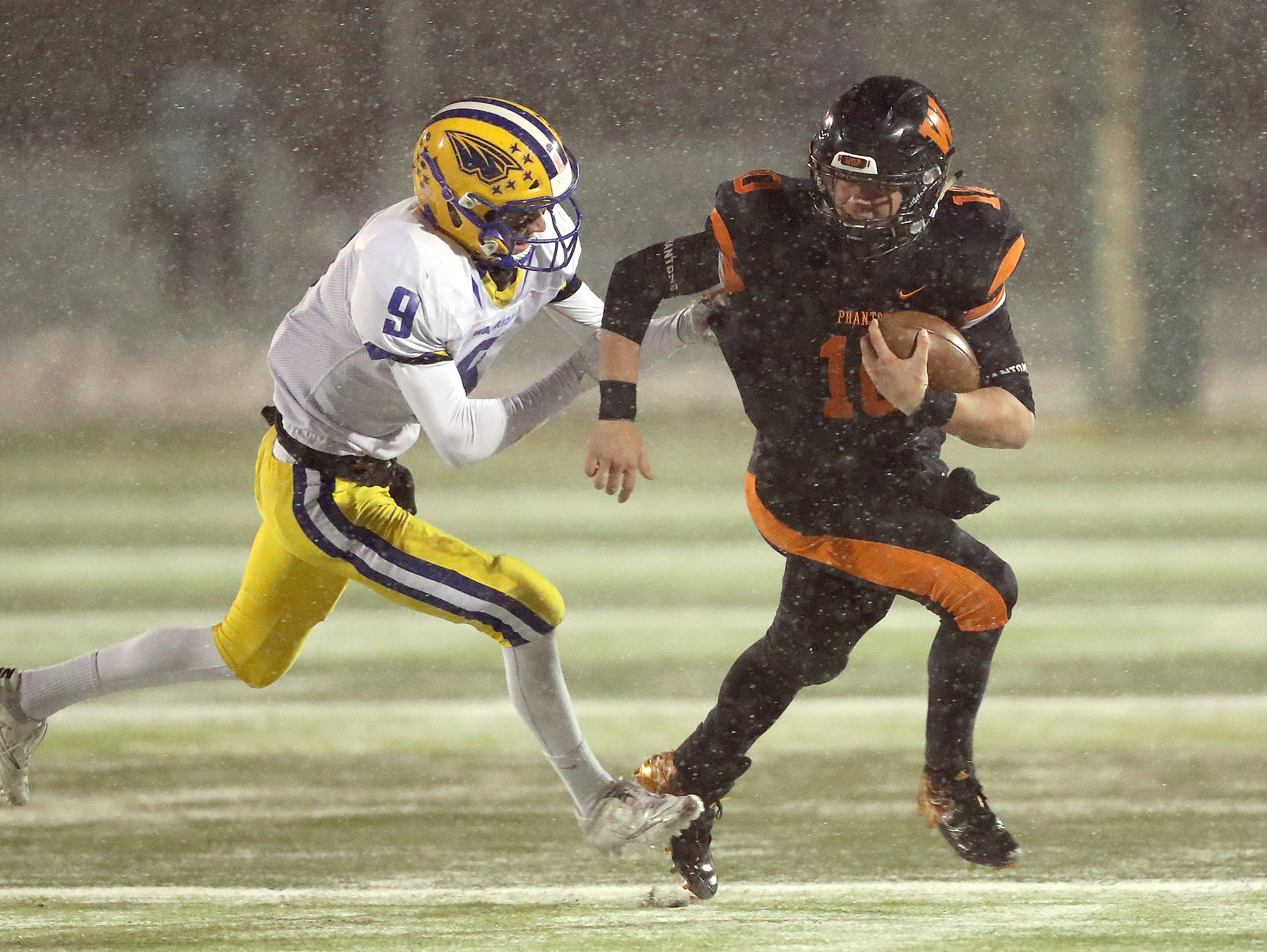 West De Pere's Josh Blount goes around the end against Rice Lake in the Division 3 Level 4  WIAA playoffs Friday, November 9, 2018 at DC Everest in Weston, Wis.