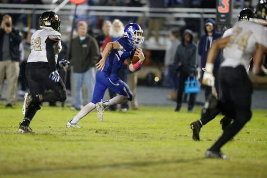 Woodmont quarterback Clay Bartunick (9) puts Woodmont in scoring position late in the first half Friday, November 9, 2018 during the first round of the Class AAAAA football playoffs at Whitt Memorial Field.