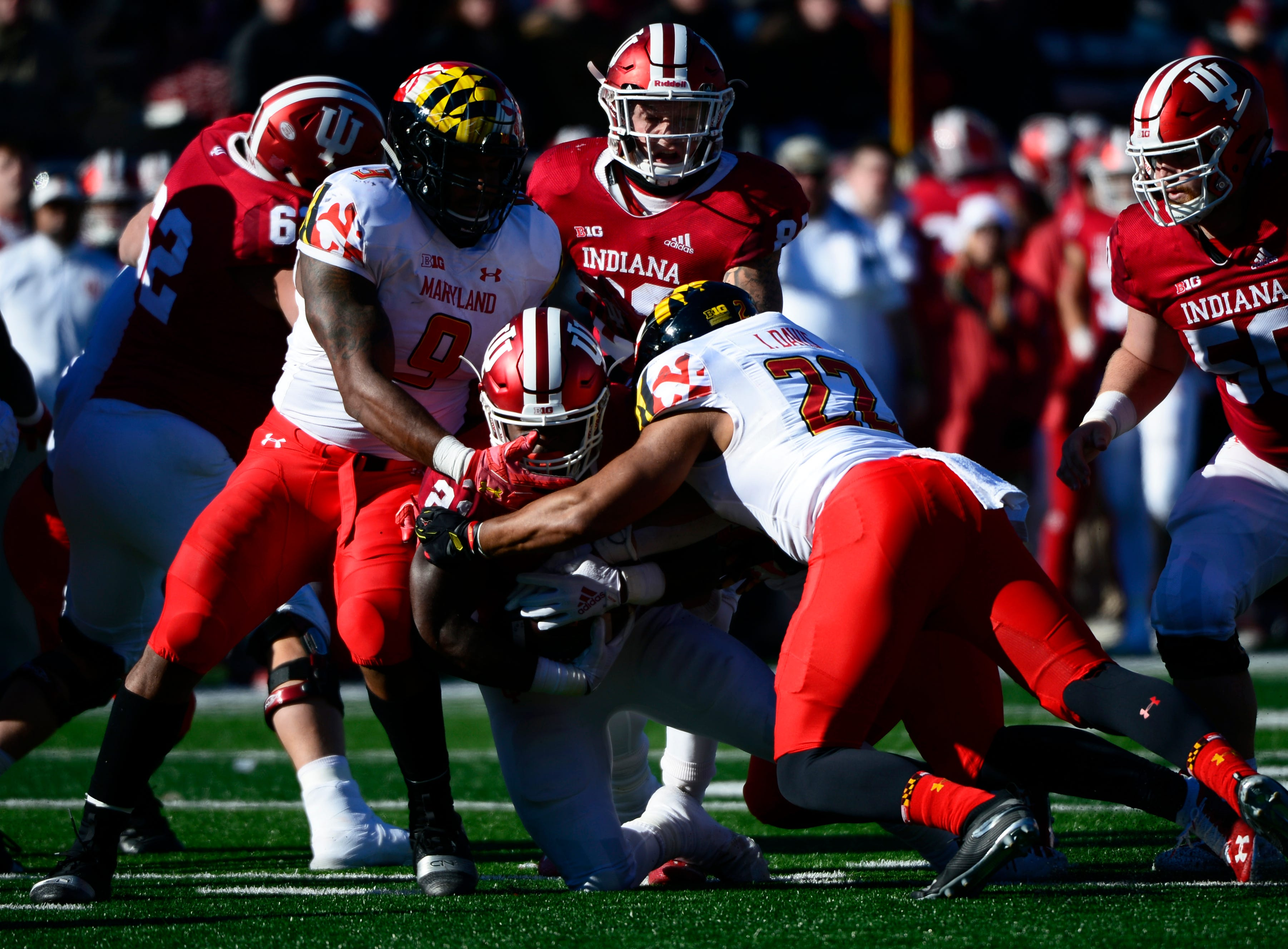 Indiana Hoosiers running back Stevie Scott (21) runs the ball during the game against Maryland at Memorial Stadium in Bloomington, Ind., on Satuday, Nov. 10, 2018.