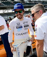 Fernando Alonso (left) and Gil de Ferran before his qualifying run for the Indianapolis 500, May 20, 2017 at the Indianapolis Motor Speedway.