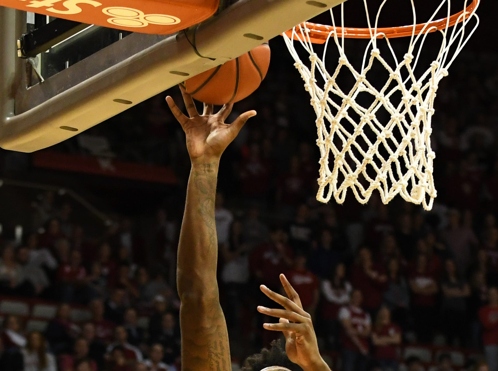 Indiana Hoosiers forward De'Ron Davis (20) makes a layup during the game against Montana State at Simon Skjodt Assembly Hall in Bloomington, Ind., on Friday, Nov. 9, 2018.