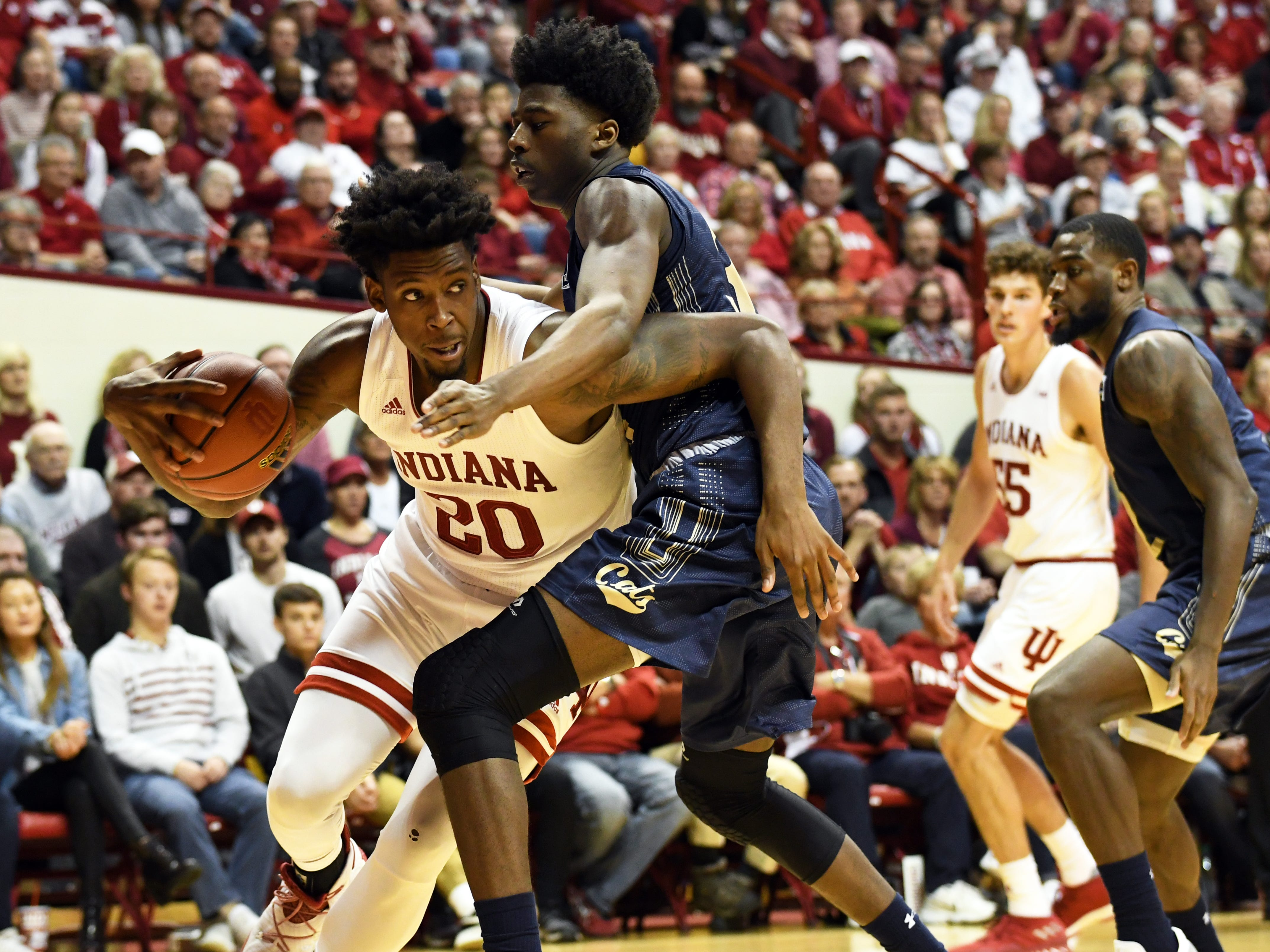Indiana Hoosiers forward De'Ron Davis (20) dribbles towards the basket during the game against Montana State at Simon Skjodt Assembly Hall in Bloomington, Ind., on Friday, Nov. 9, 2018.