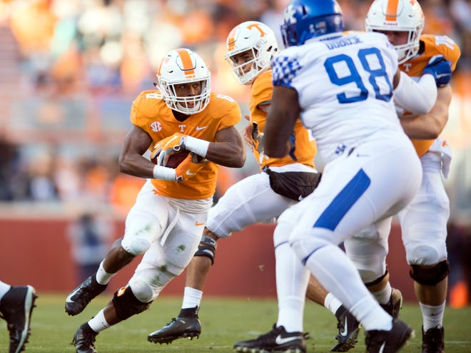 Tennessee running back Ty Chandler (8) gets the handoff and looks for a way through the Kentucky defense Saturday.