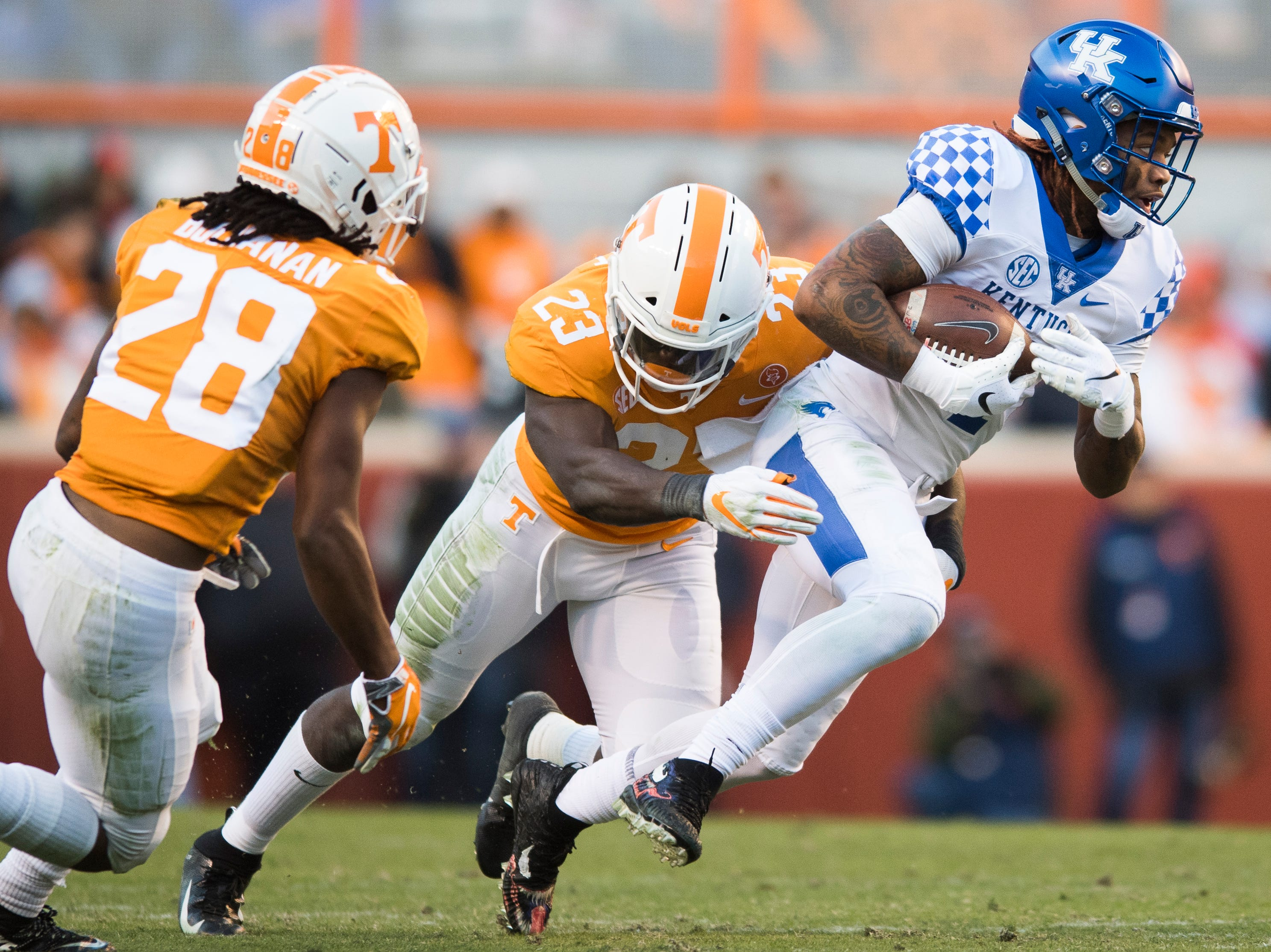 Kentucky wide receiver Lynn Bowden Jr. (1) tries to outrun Tennessee linebacker Will Ignont (23) as he tackles him during a game between Tennessee and Kentucky at Neyland Stadium in Knoxville, Tennessee on Saturday, November 10, 2018.