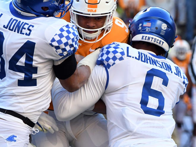 Tennessee running back Tim Jordan (9) comes up against Kentucky linebacker Jordan Jones (34) and cornerback Lonnie Johnson Jr. (6) during a game between Tennessee and Kentucky at Neyland Stadium in Knoxville, Tennessee on Saturday, November 10, 2018.