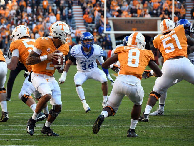 Tennessee quarterback Jarrett Guarantano (2) looks for an open receiver during the game between Tennessee and Kentucky at Neyland Stadium in Knoxville, Tennessee on Saturday, November 10, 2018.
