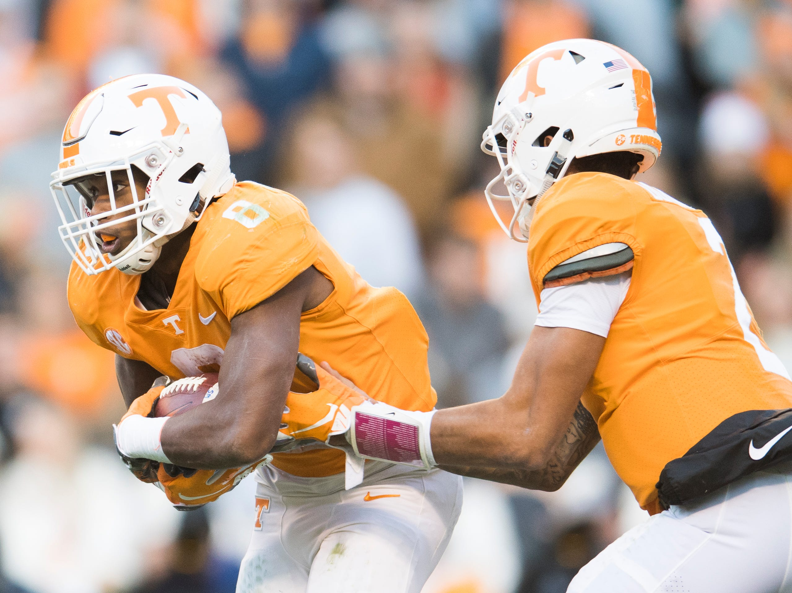 Tennessee running back Ty Chandler (8) is handed the ball by Tennessee quarterback Jarrett Guarantano (2) during a game between Tennessee and Kentucky at Neyland Stadium in Knoxville, Tennessee on Saturday, November 10, 2018.