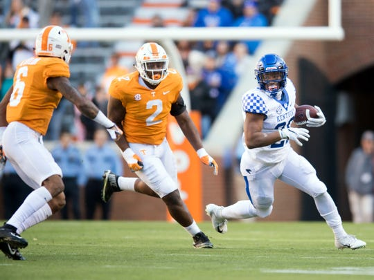 Kentucky running back Benny Snell Jr. (26) is pursued by  Tennessee defensive lineman Shy Tuttle (2) and defensive back Alontae Taylor (6) during a game between Tennessee and Kentucky at Neyland Stadium in Knoxville, Tennessee on Saturday, November 10, 2018.