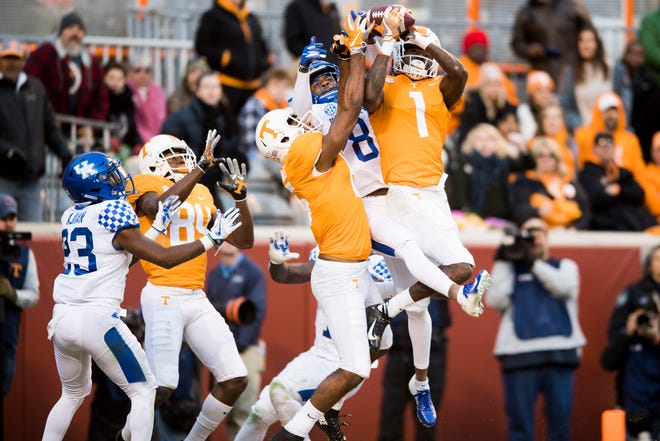 Tennessee wide receiver Marquez Callaway (1) catches a pass for a touchdown at the end of the second quarter during a game between Tennessee and Kentucky at Neyland Stadium in Knoxville, Tennessee on Saturday, November 10, 2018.