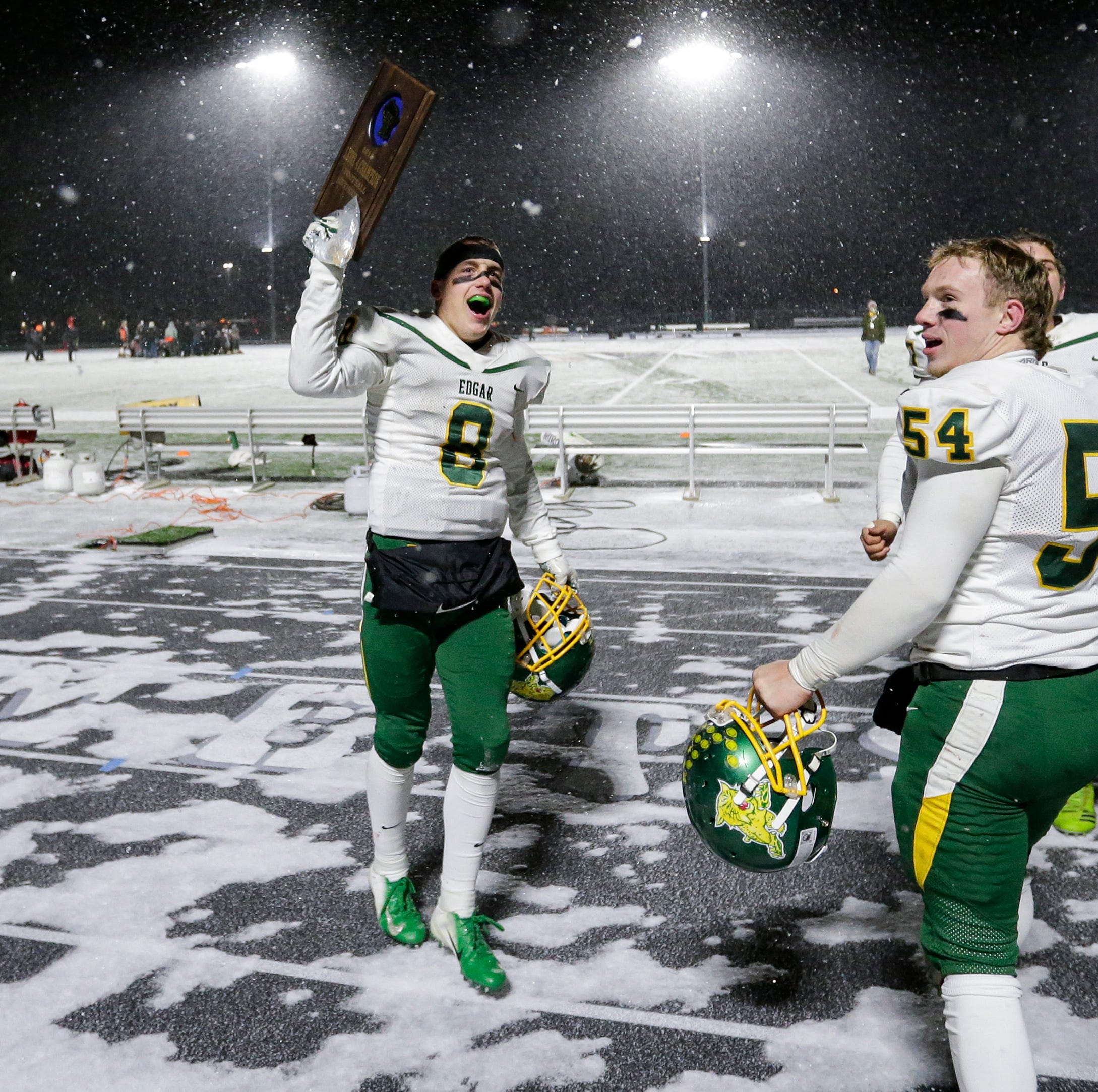 WIAA football: Edgar beats frigid conditions, Reedsville to reach state