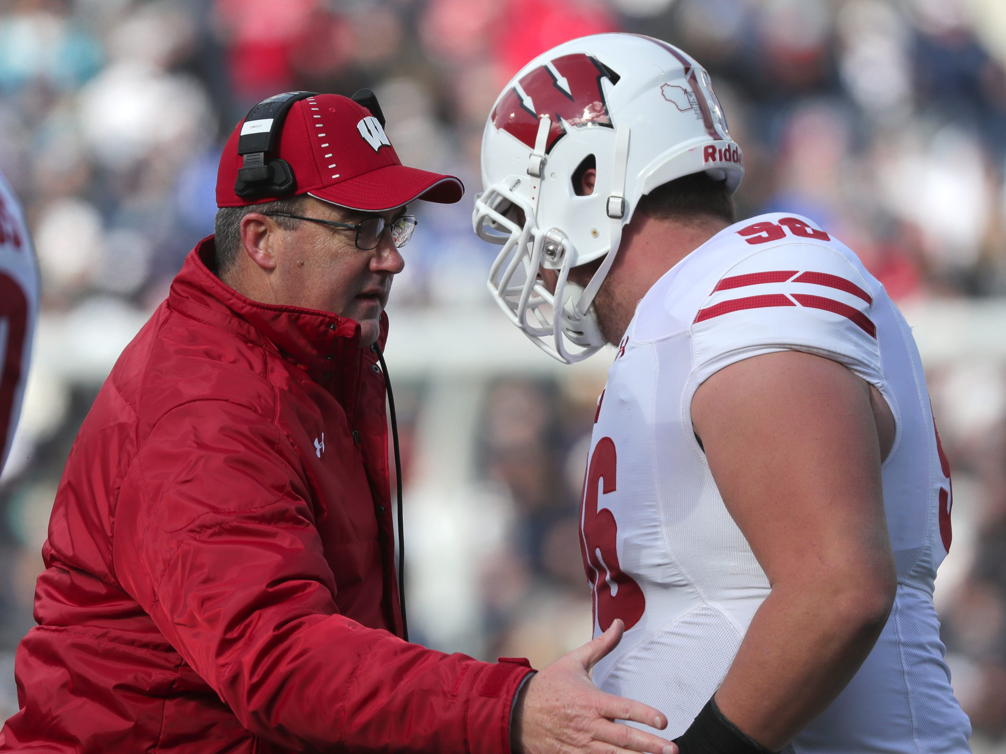 Wisconsin head coach Paul Chryst has a quick chat with Cormac Sampson during the first quarter Saturday.