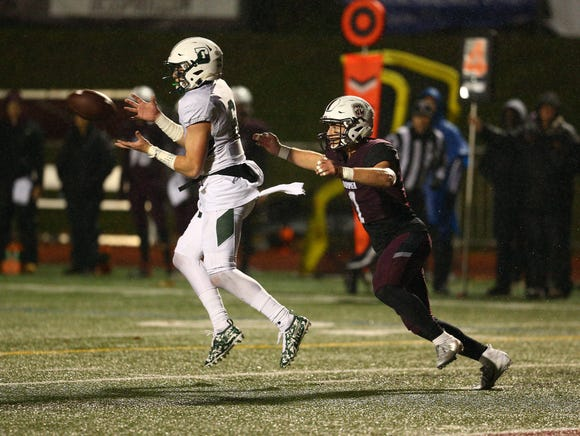 Delbarton receiver Michael Jarmolowich reaches for a pass vs. Don Bosco during their NJSIAA Non-Public Group IV semifinal. November 9, 2018, Ramsey, NJ