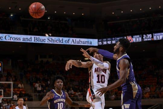 Auburn guard Samir Doughty (10) passes against Washington on Friday, November 9, 2018, in Auburn, Ala.