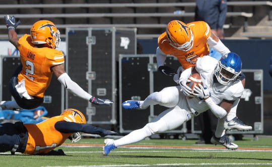 MTSU wide receiver Ty Lee comes down with a reception during the Blue Raiders' game against UTEP on Nov. 10, 2018.