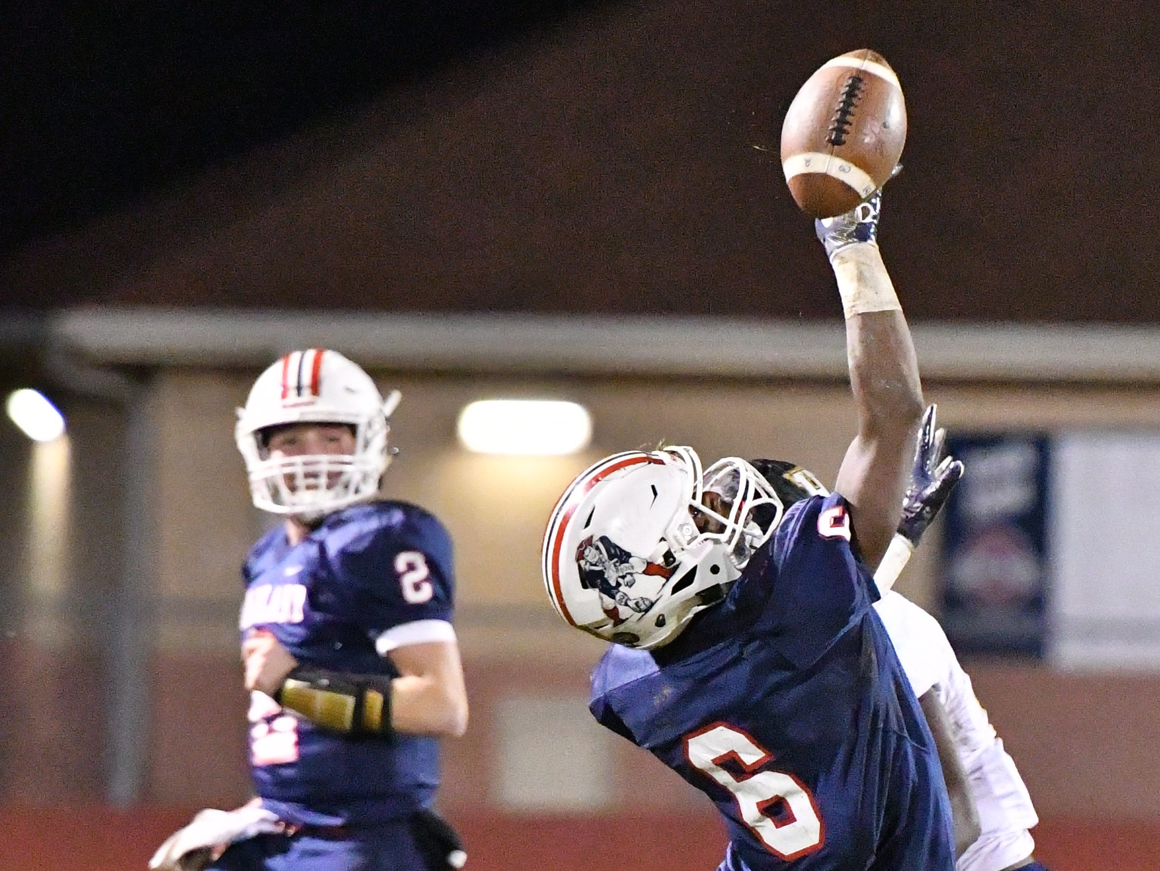 Oakland's Justin Jefferson stretches for a pass as quarterback Brevin Linnell looks on Friday night against Hendersonville.