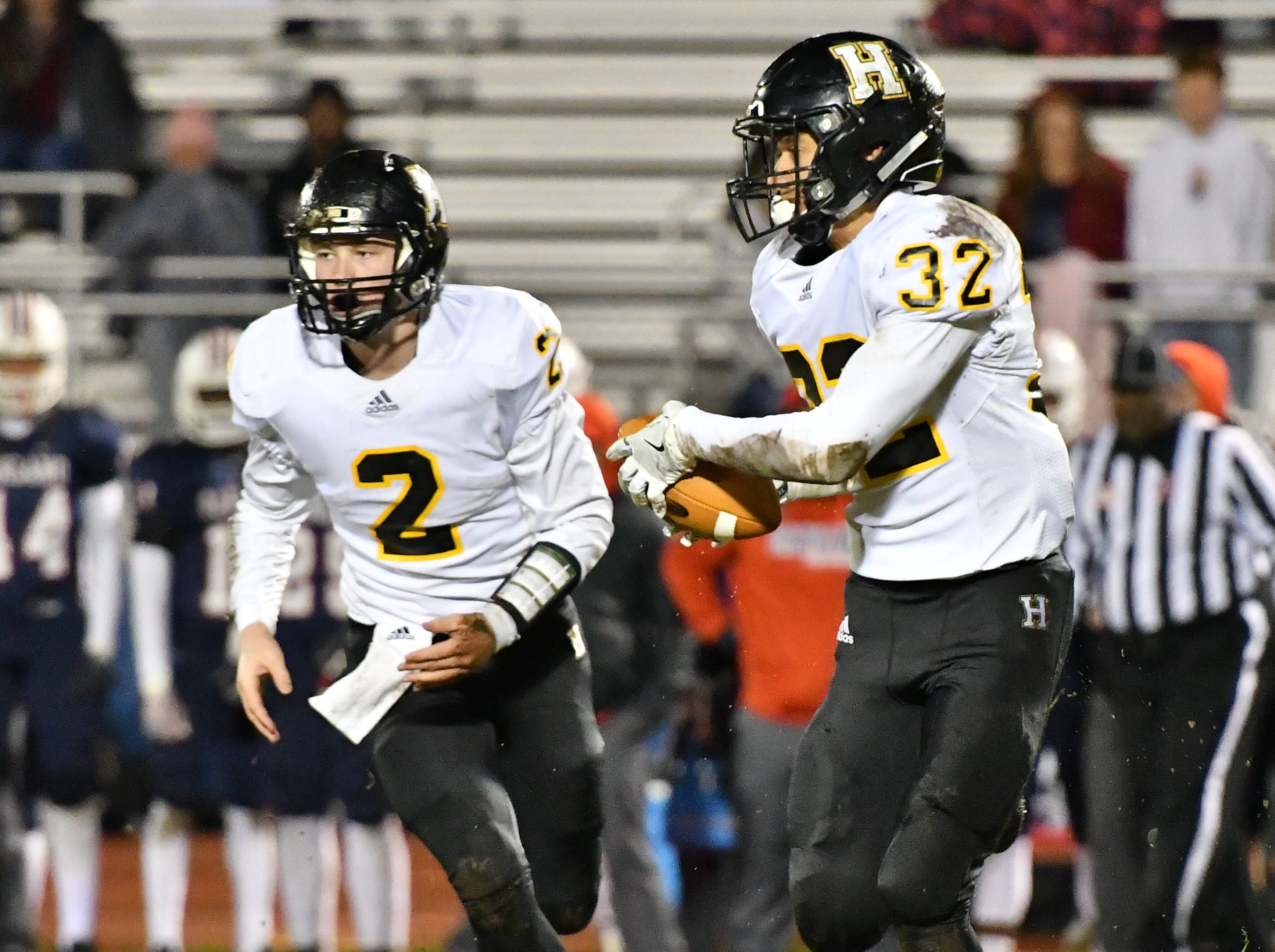 Hendersonville running back Derek Kincaid, 32, takes a toss from quarterback Drew Hohenbrink Friday night against Oakland.