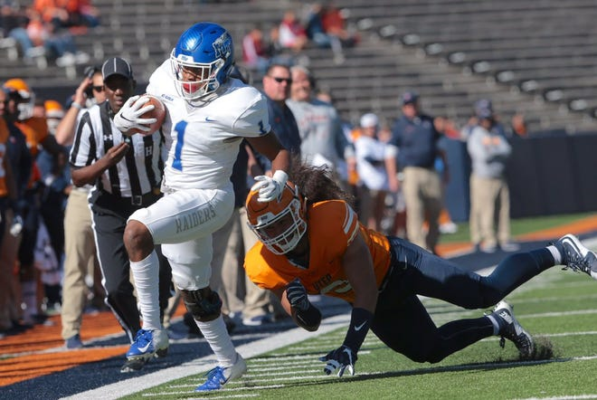 MTSU running back Terelle West runs the ball during the Blue Raiders' game against UTEP on Nov. 10, 2018.