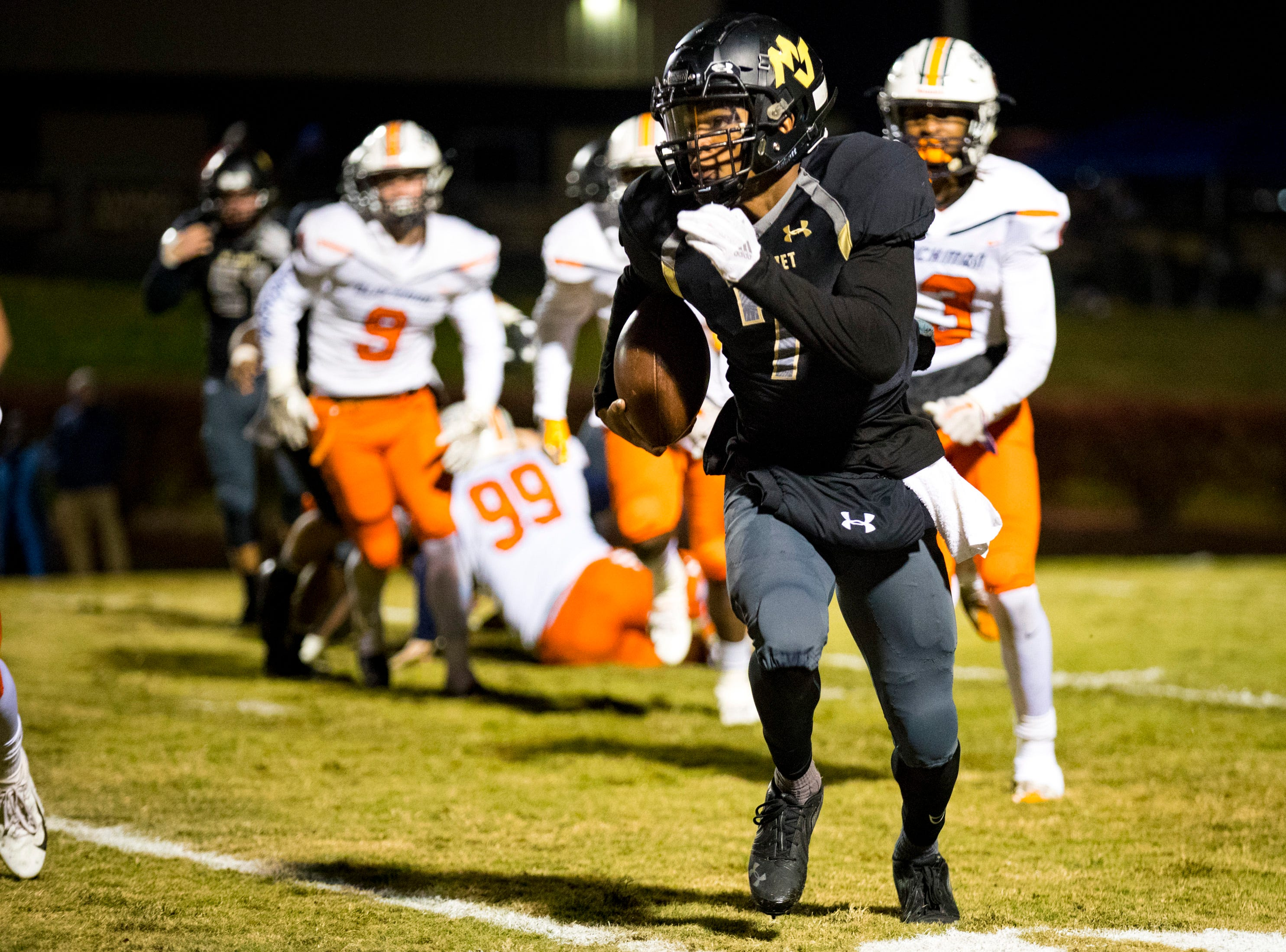 Mt. Juliet's Alvin Mixon (7) carries the ball during Mt. Juliet's game against Blackman at Mt. Juliet High School in Mt. Juliet on Friday, Nov. 9, 2018.