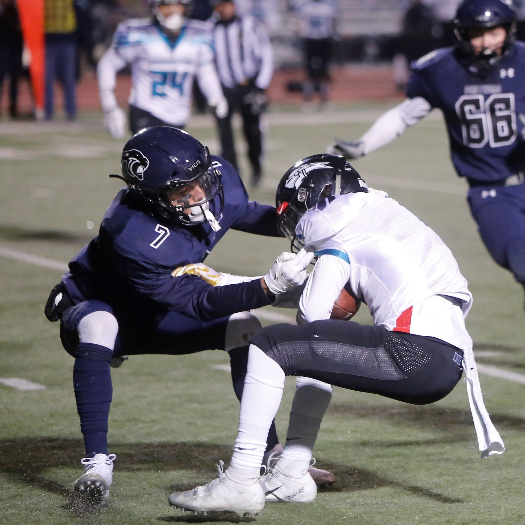 Panthers crush Del Norte in 5A playoff opener