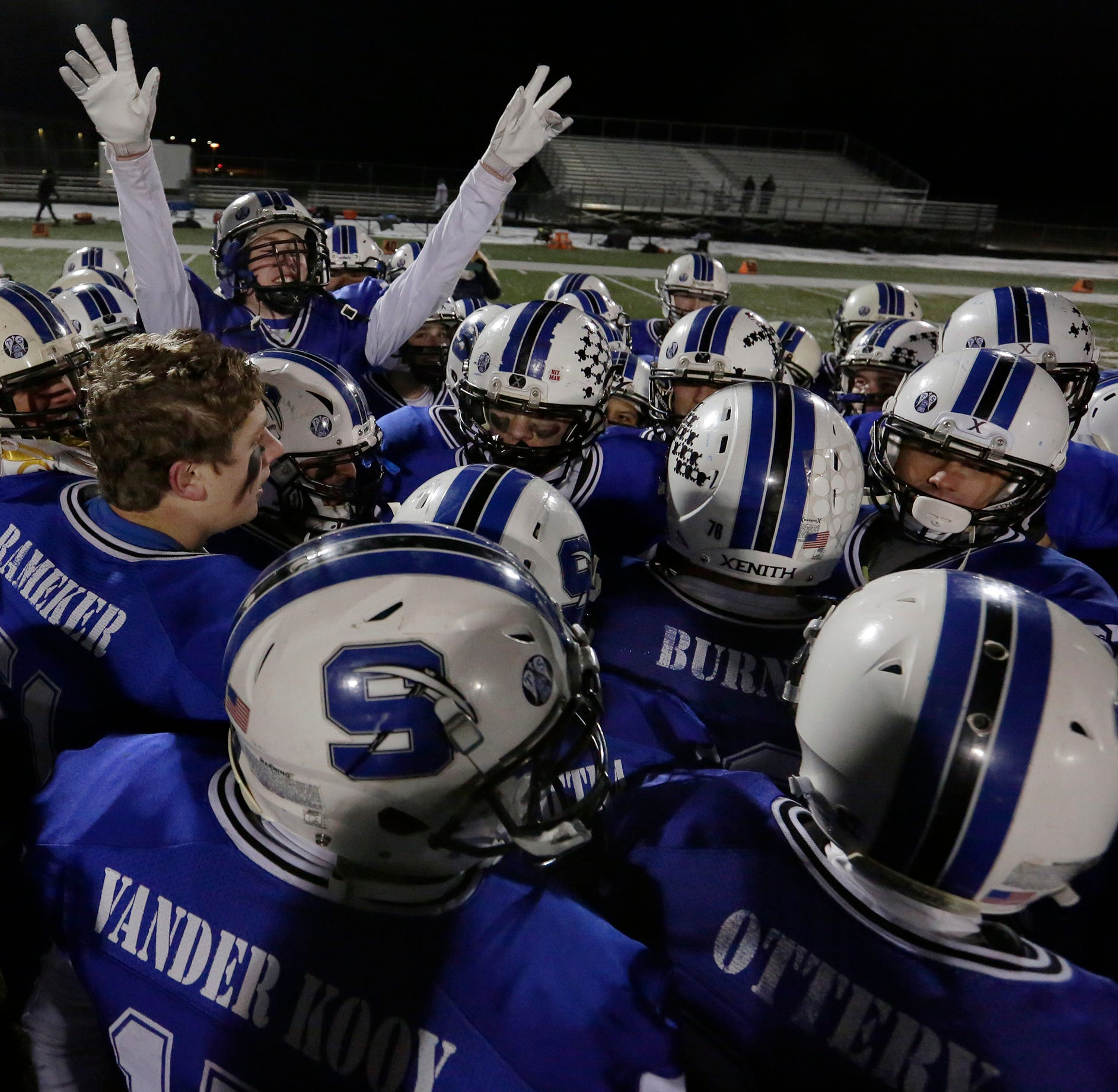 WIAA football playoffs: Springs dominates while Fond du Lac loses heartbreaker
