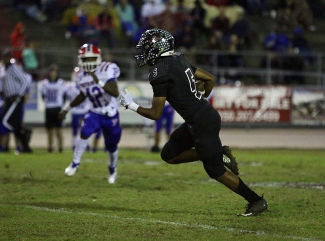 Navarre takes on Pace in Class 6A-Region 1 state playoff action on Friday night at Navarre High School. (Nov. 9, 2018)