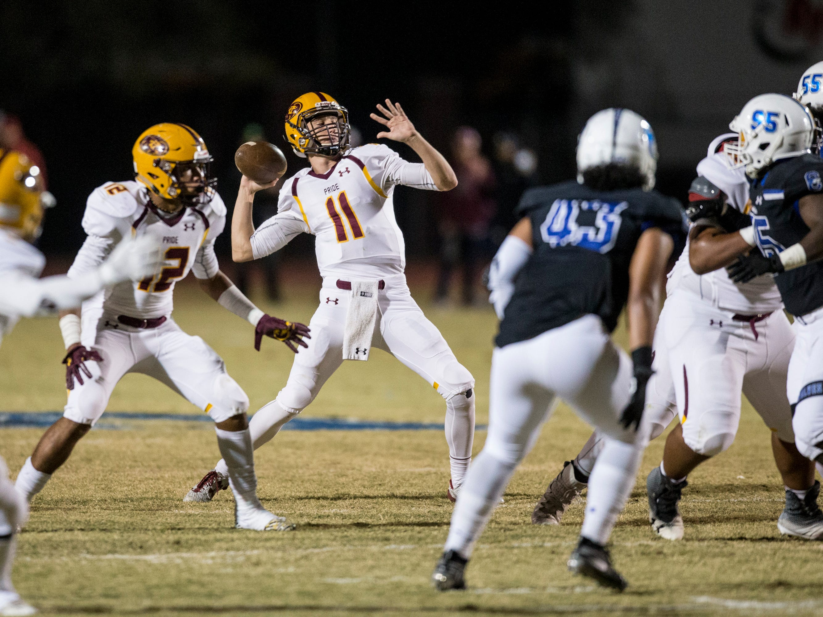 Mountain Pointe's Nick Wallerstedt throws for a touchdown against Chandler in the first half on Friday, Nov. 9, 2018, at Chandler High School in Chandler, Ariz.