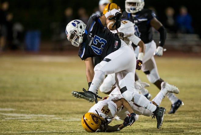 Chandler's Javan Ah Quin returns an interception against Mountain Pointe in the first half on Friday, Nov. 9, 2018, at Chandler High School in Chandler, Ariz.#azhsfb