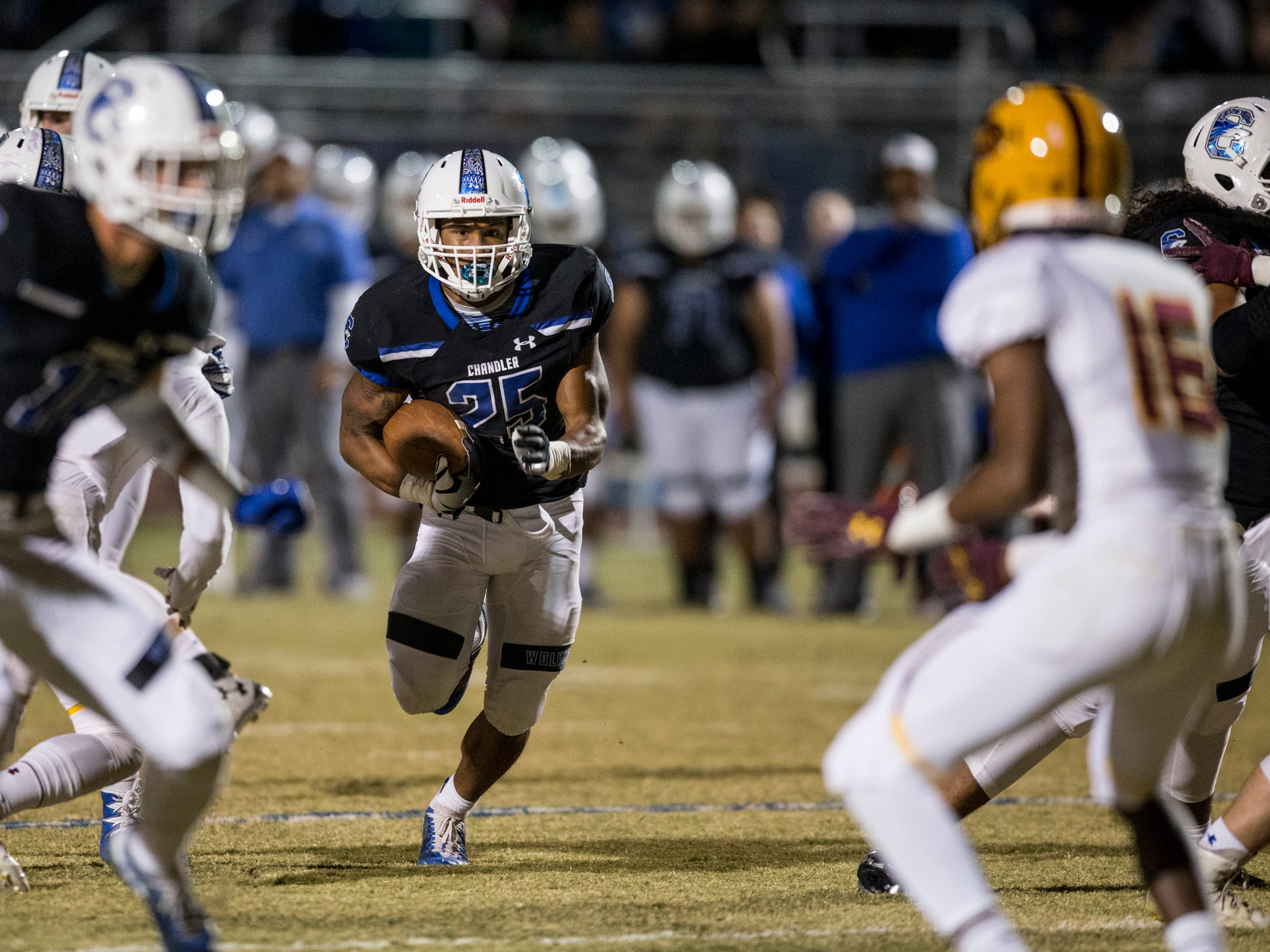 Chandler's Decarlos Brooks rushes against Mountain Pointe in the first half on Friday, Nov. 9, 2018, at Chandler High School in Chandler, Ariz.