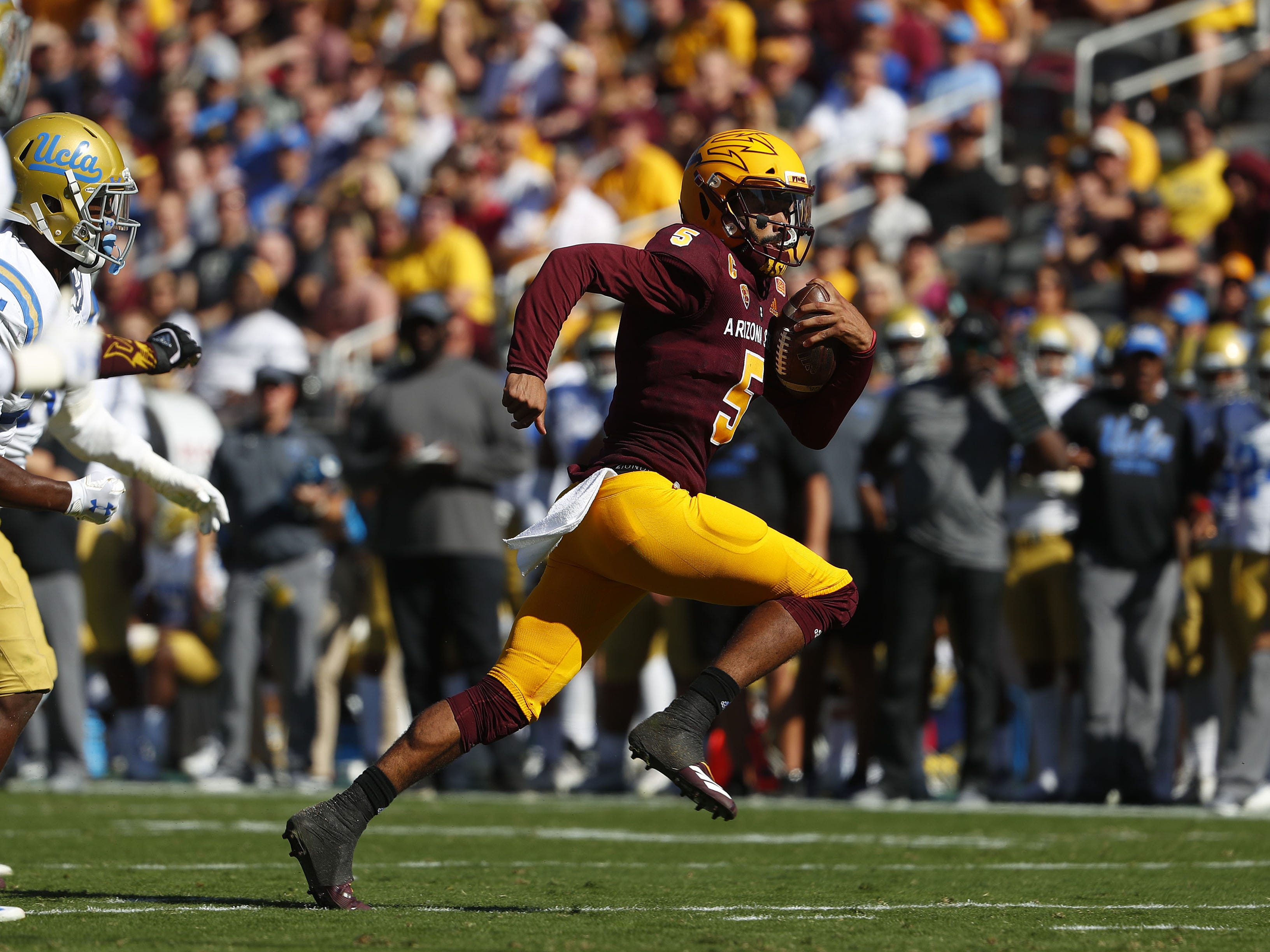 ASU's Manny Wilkins (5) runs for a touchdown against UCLA during the first half at Sun Devil Stadium in Tempe, Ariz. on November 10, 2018.