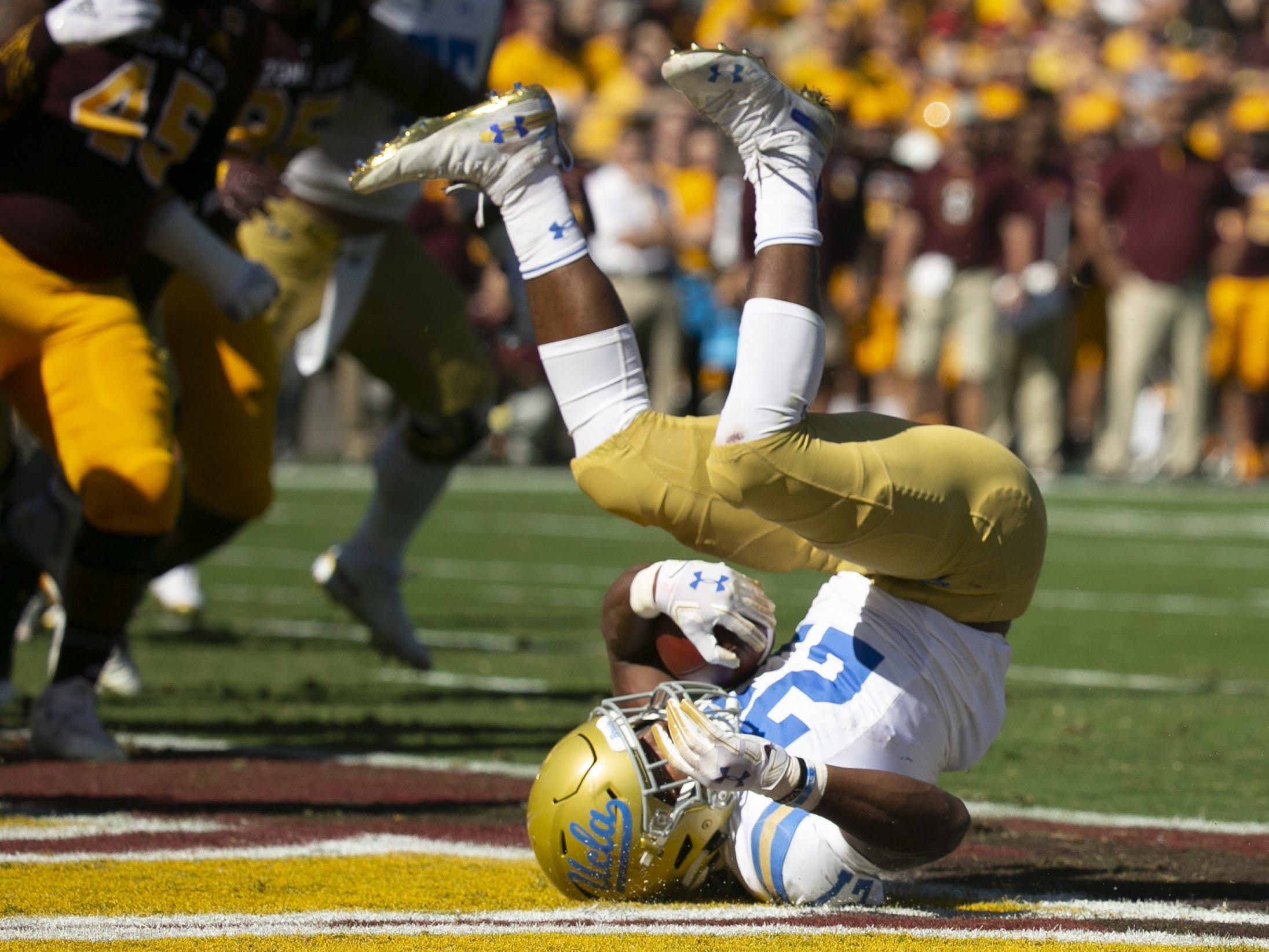 UCLA running back Joshua Kelley scores a touchdown  during the first quarter of the PAC-12 college football game against ASU at Sun Devil Stadium in Tempe on Saturday, November 10, 2018.