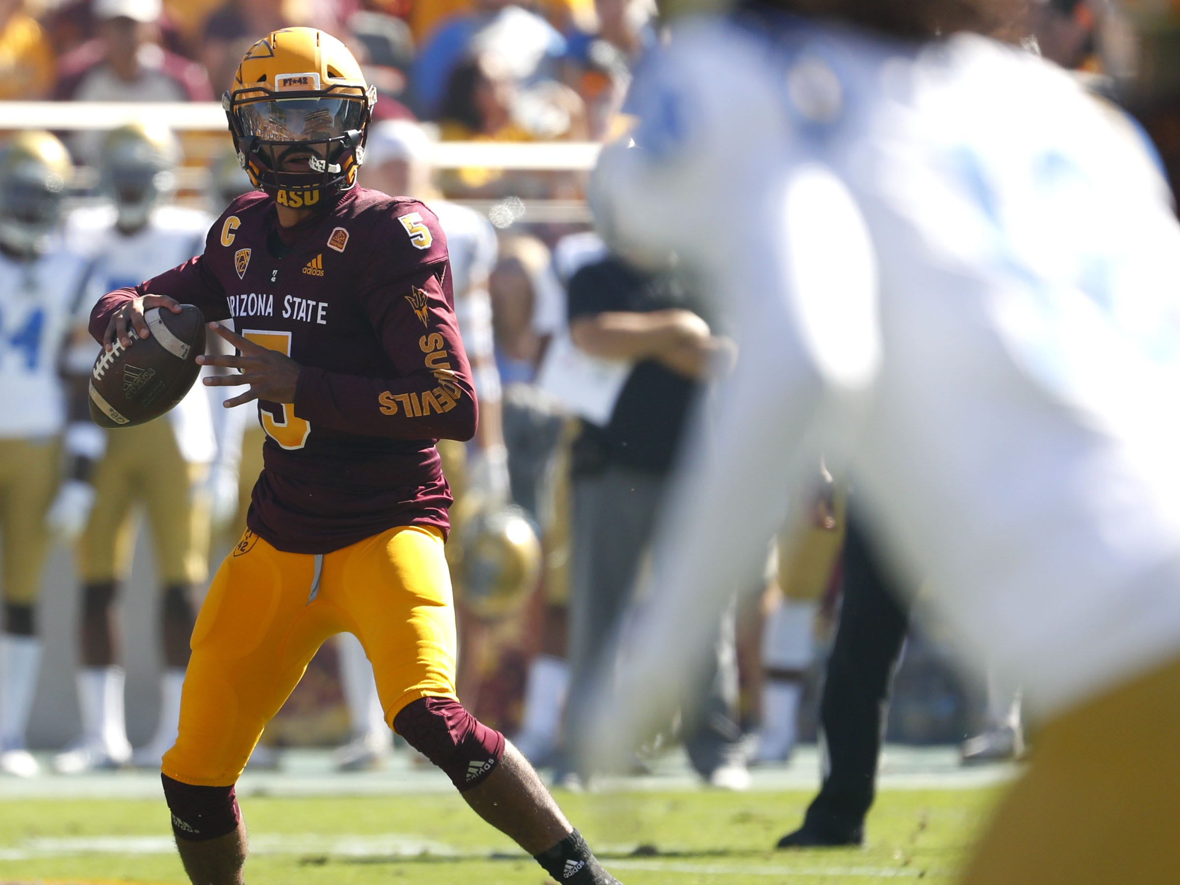 ASU's Manny Wilkins (5) looks for receivers against UCLA during the first half at Sun Devil Stadium in Tempe, Ariz. on November 10, 2018.