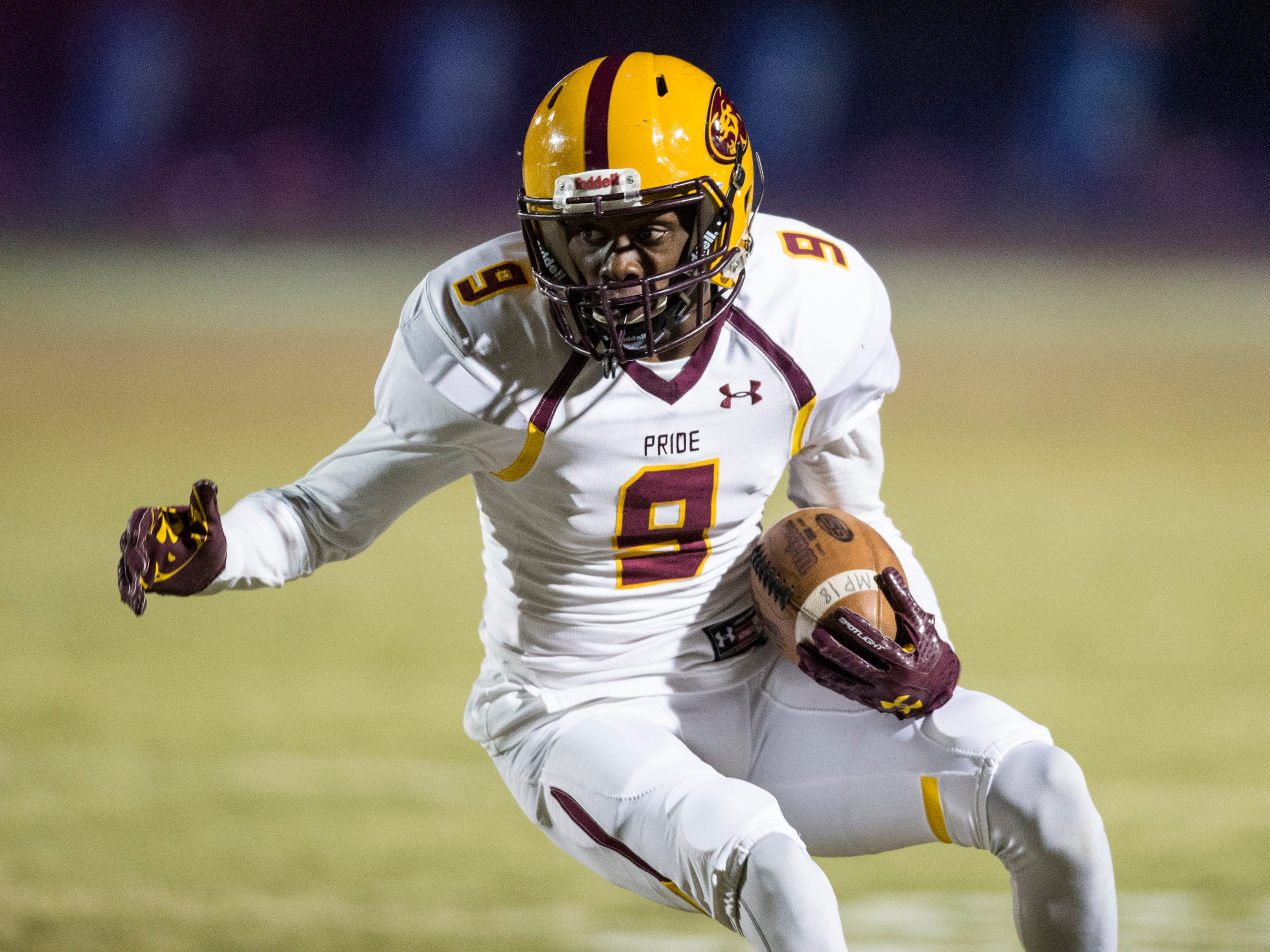 Mountain Pointe's Dominique Davis runs after a catch against Chandler in the first half on Friday, Nov. 9, 2018, at Chandler High School in Chandler, Ariz.