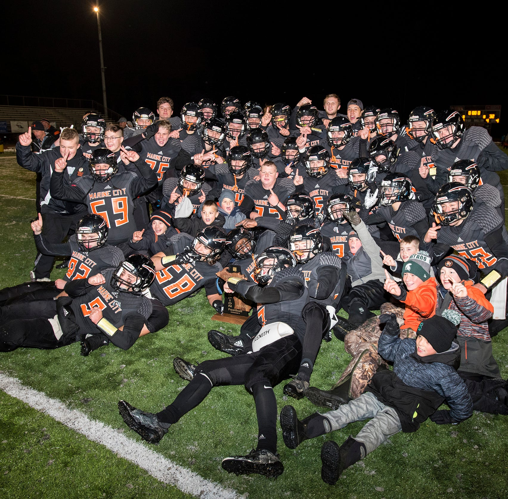 Prep Football: Marine City wins first regional title since 2013