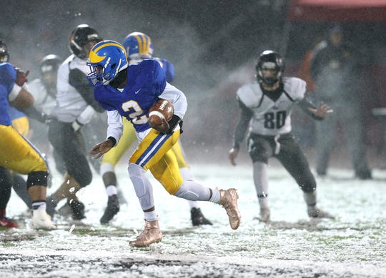Cleveland Hill quarterback Javon Thomas goes around the end.