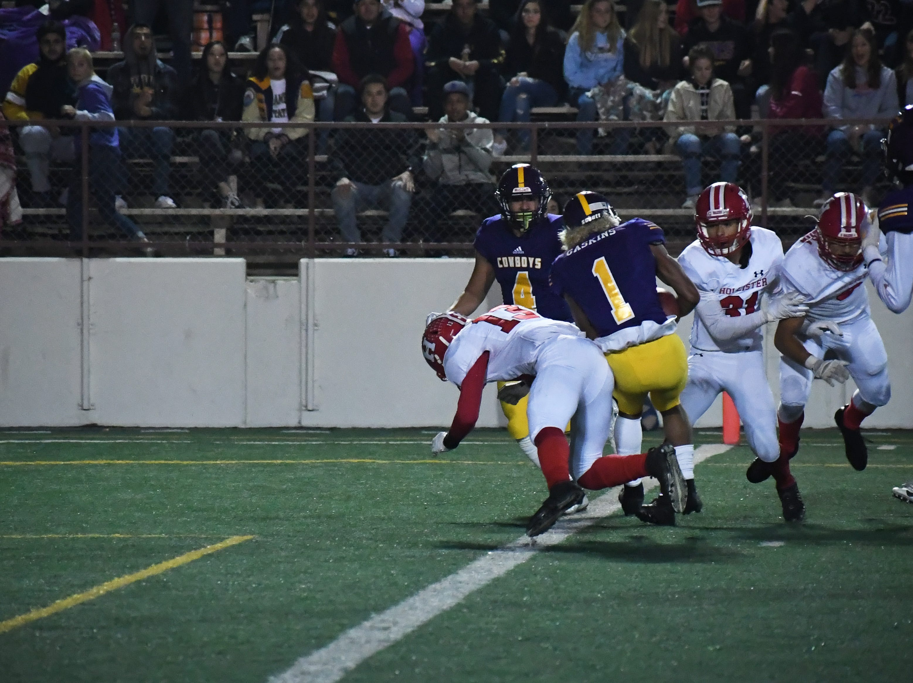 Wide receiver Poe Gaskins (1) stays on his feet to make it to the end zone for a touchdown.