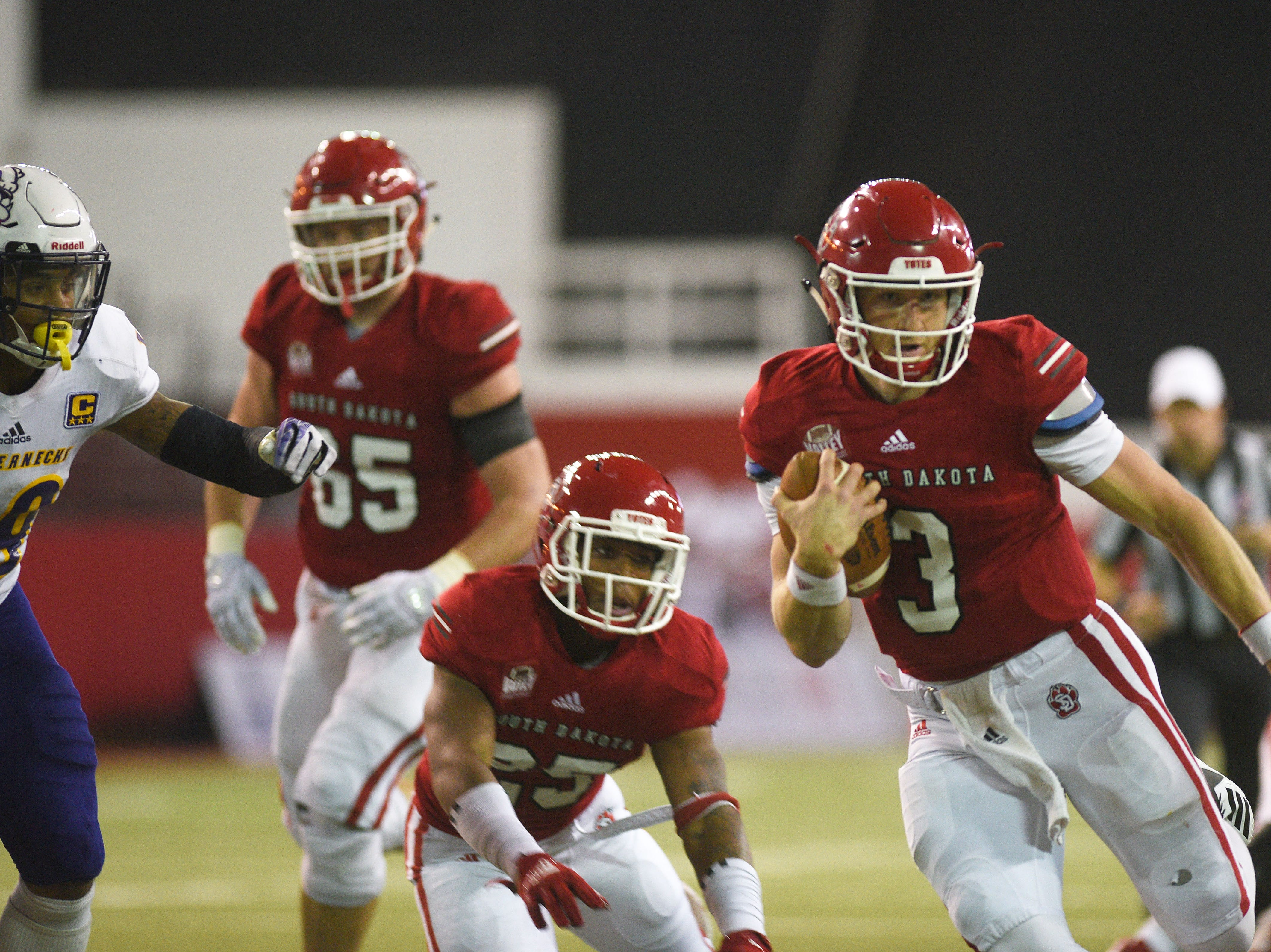 USD's Austin Simmons goes against against Western Illinois defense during the game Saturday, Nov. 10, at the DakotaDome in Vermillion.