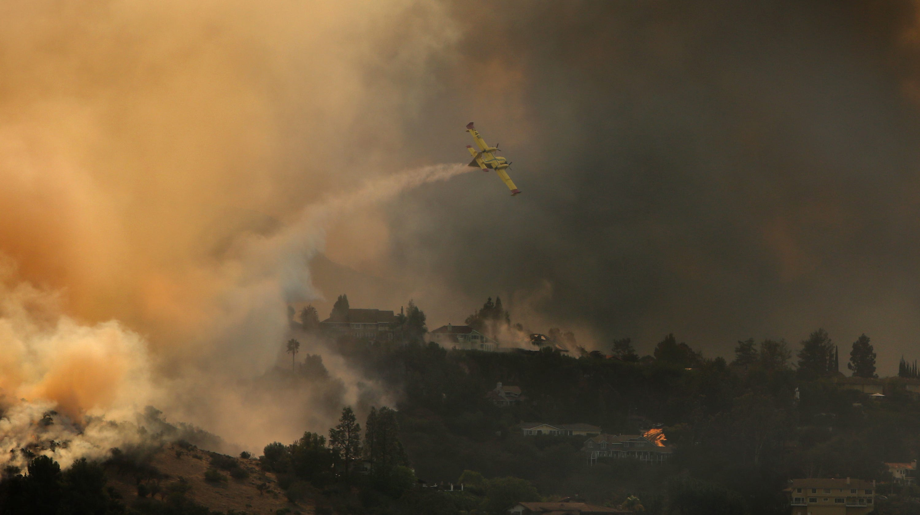 9793e58e-ef19-416c-8906-eab3a0ffad90-woolsey_fire_day_2_09