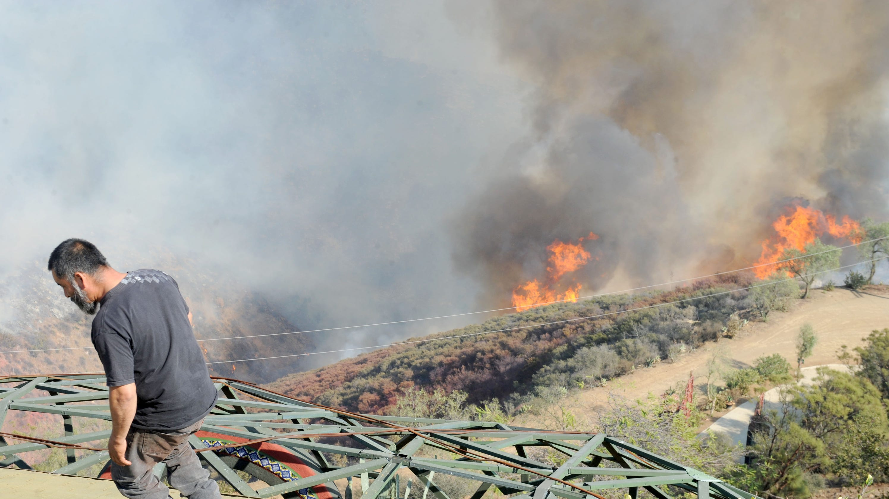 Woolsey, Hill fires cause Spectrum outages in Ventura County