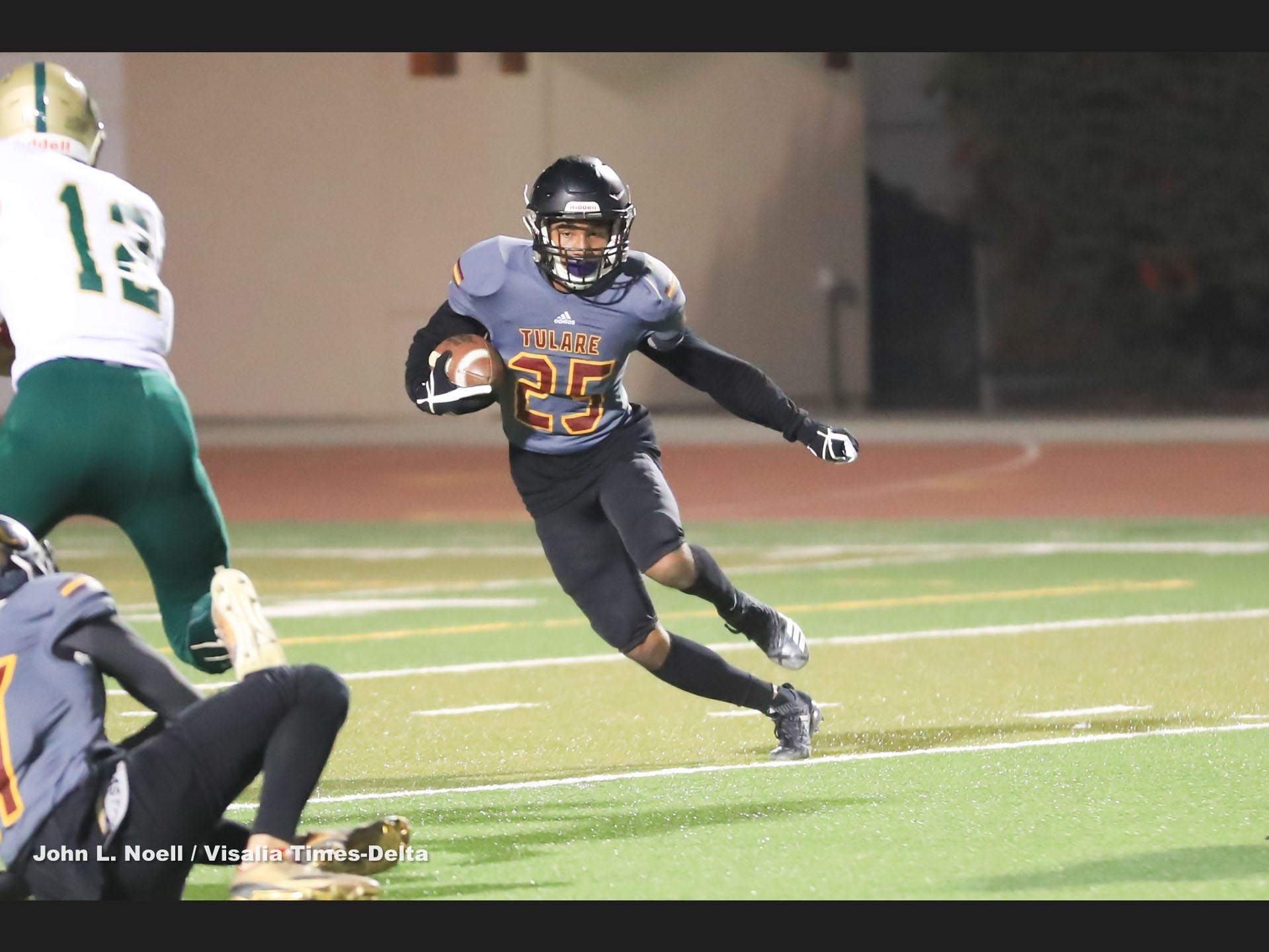 Live coverage: Tulare County football semifinal playoffs