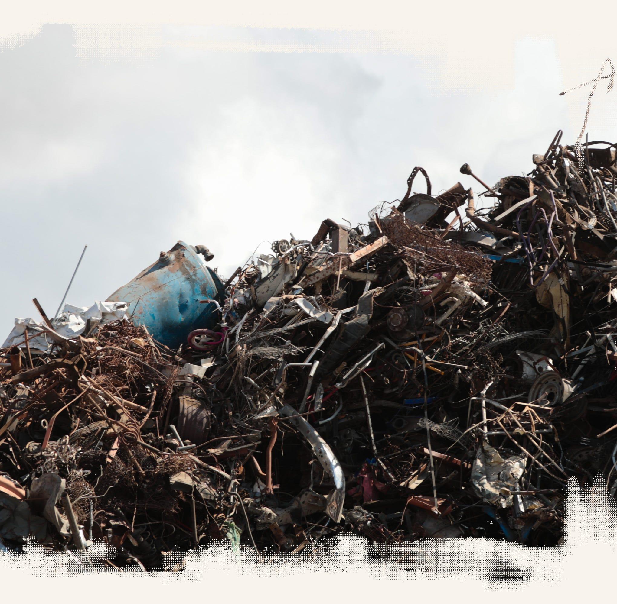 Un basurero tóxico prolifera en la frontera